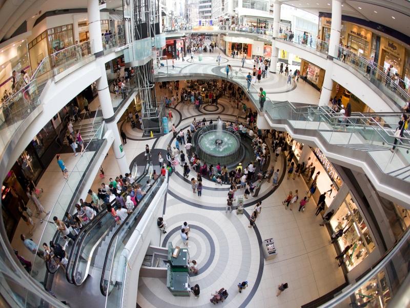 Toronto Eaton Centre, meta di turisti e residenti
