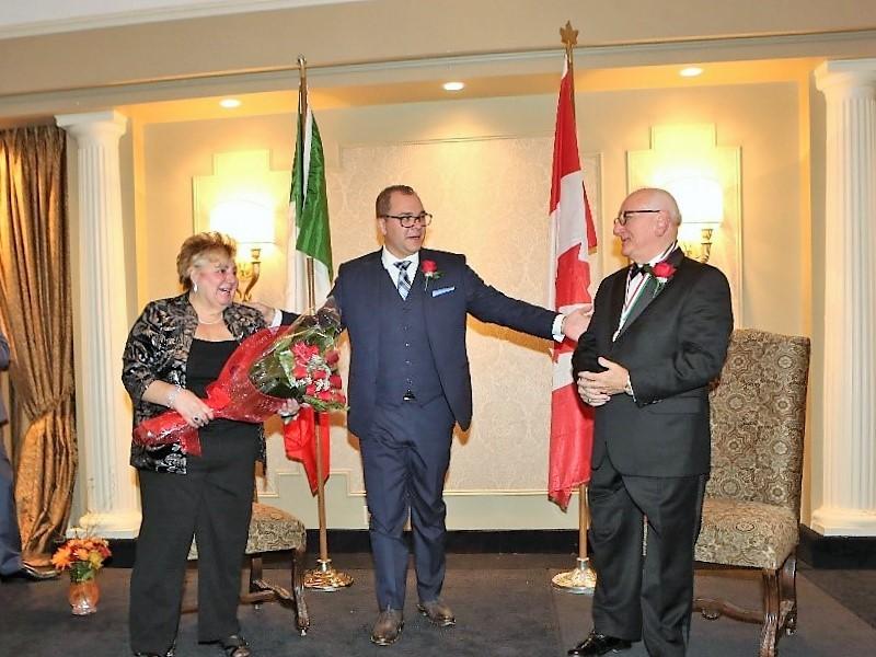 Cittadino Italo-Canadese dell'anno accompagnato dalla moglie alla cerimonia
