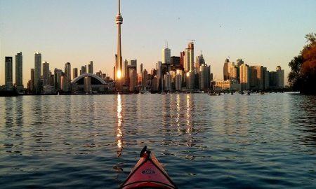 Trasferirsi a Toronto. Veduta della città da una canoa
