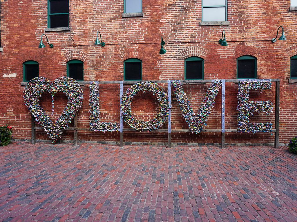 Distillery District - scultura Love