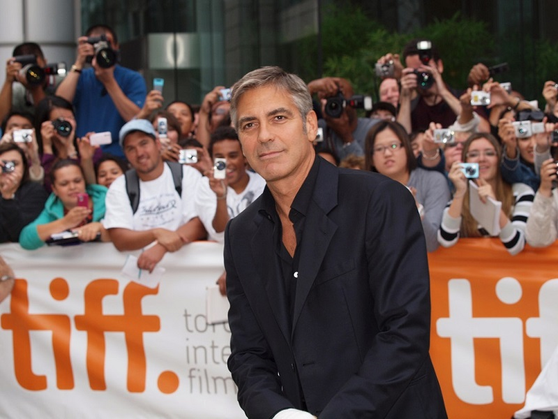 George Clooney sul red carpet del Toronto International Film Festival
