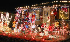 cibi tipici natalizi: casa illuminata