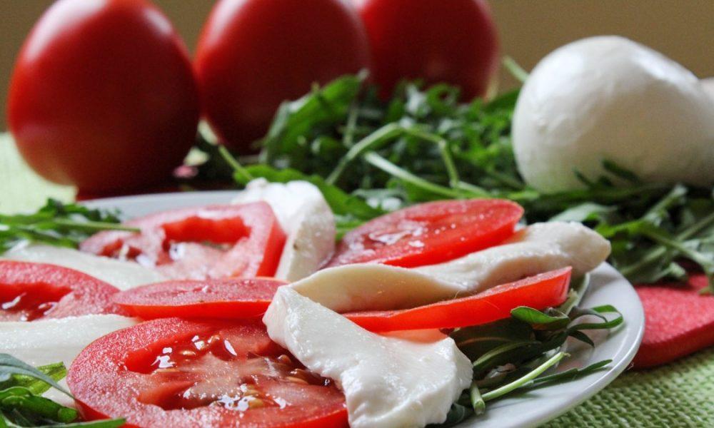 Caprese: pomodoro mozzarella e rucola