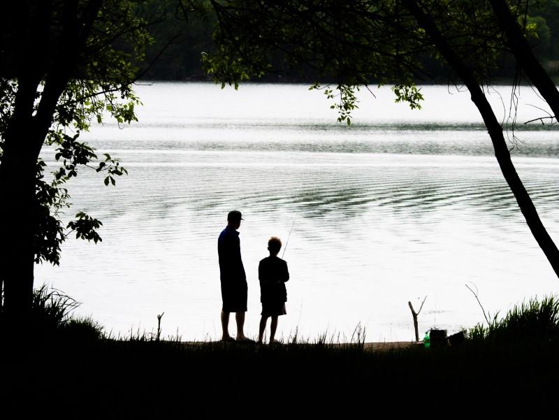 festa del papà: Padre E Figlio che pescano