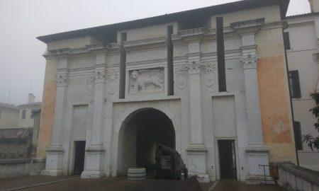 facciata della Porta Santi Quaranta