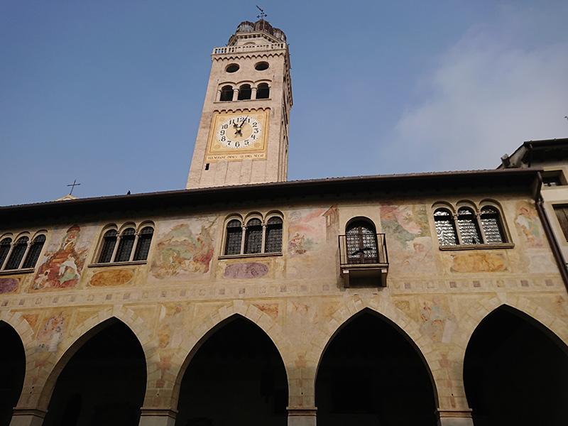 Sala Dei Battuti_facciata Duomo con campanile