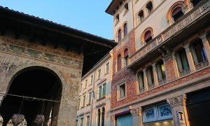 Treviso Urbs Picta loggia dei cavalieri e palazzo del centro decorati