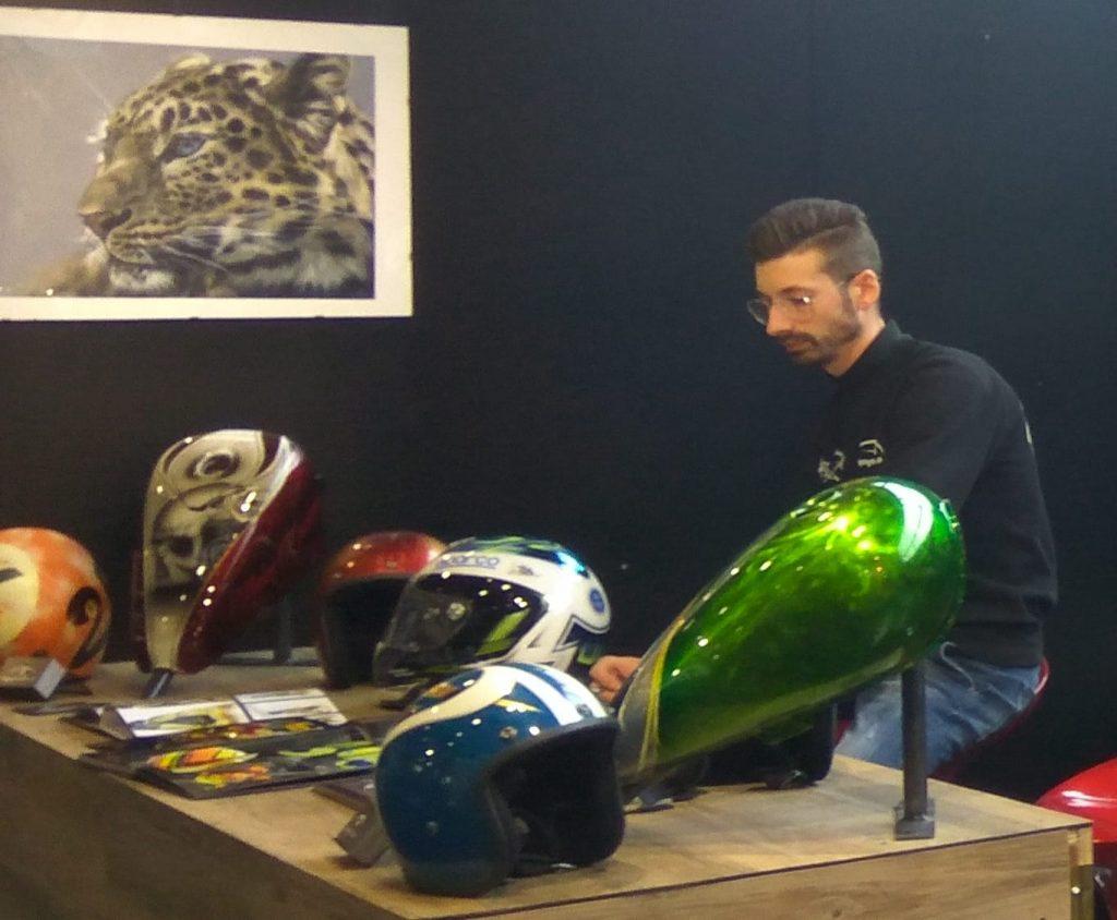 Caschi e serbatoi di moto firmati da Davide Anzanello
