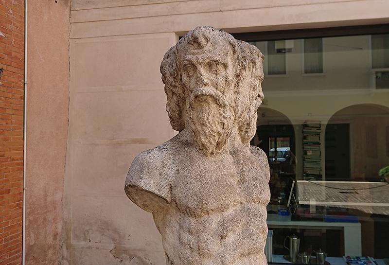 Fontana Dei Tre Visi Treviso