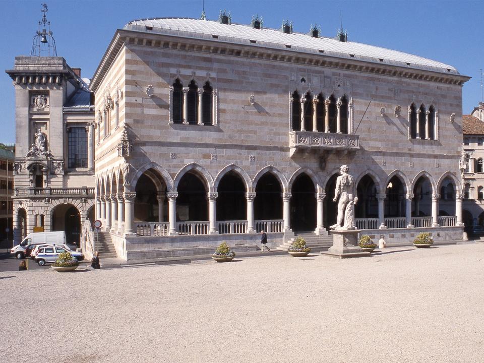 Loggia Del Lionello In Piazza Della Libertà Di Udine