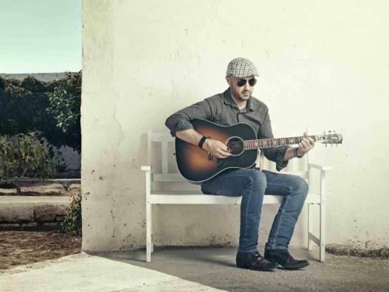 Joe Bastianich con la sua chitarra