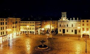 Piazza San Giacomo di notte