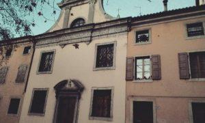 Vista della facciata semplice e senza ornamenti della Chiesa delle Zitelle di Udine