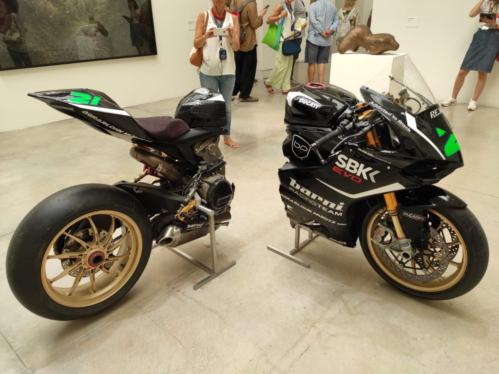 Una moto diventa opera d'arte alla Biennale