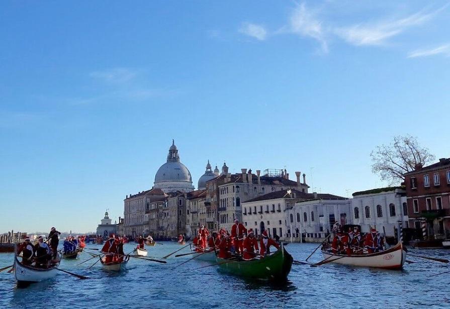 Natale A Venezia con i Babbi natale