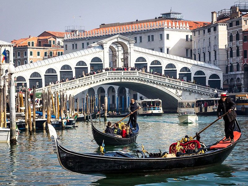 Ponte Rialto, traguardo della regata