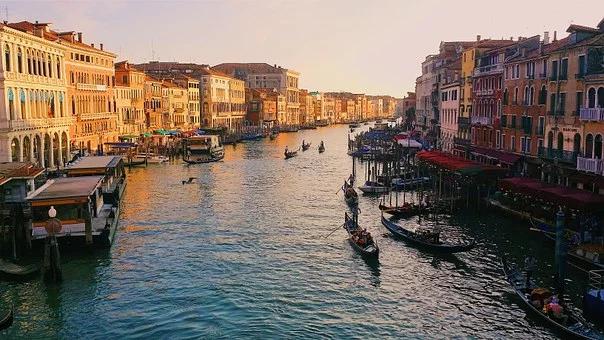 Venezia Con Le Gondole