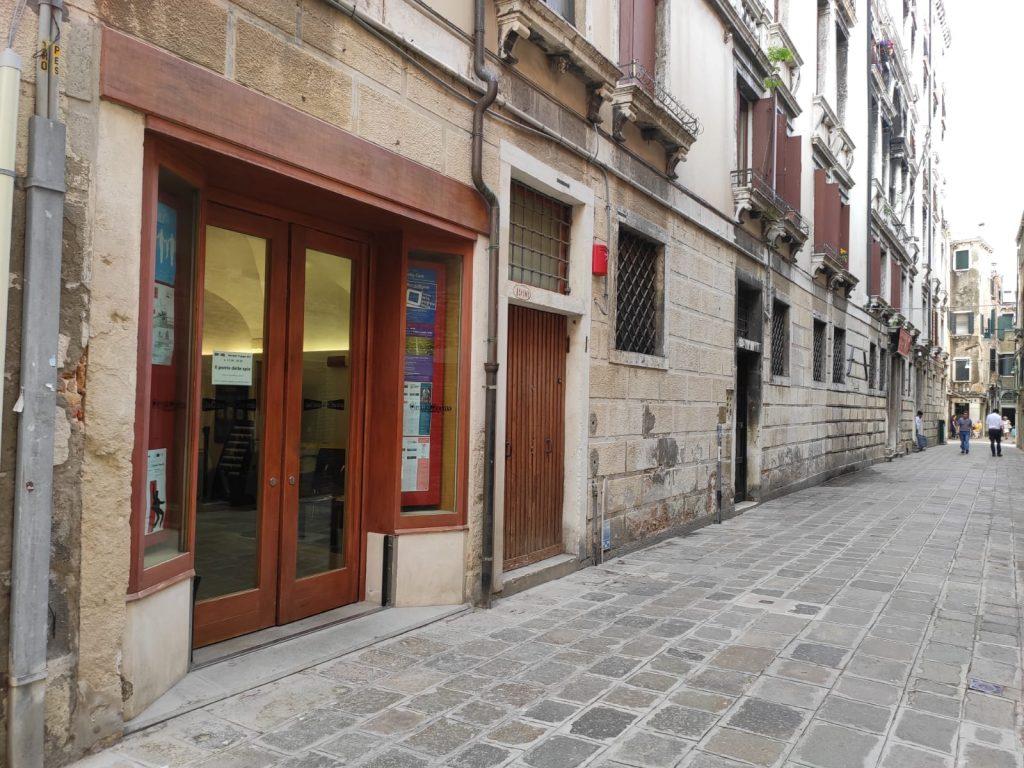 L'esterno della sede di Circuito Cinema
