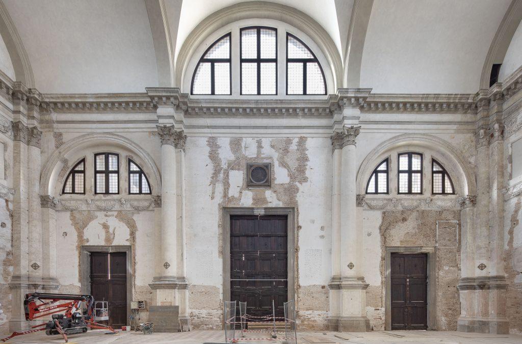 Ocean Space - Interno Della Chiesa Di San Lorenzo Dove Sarà Ospitata La Mostra