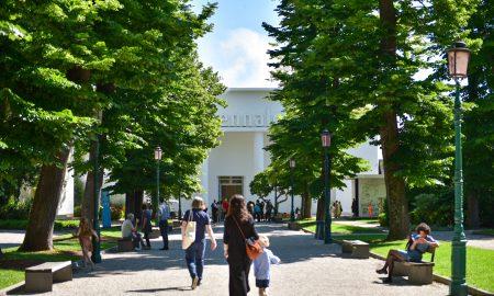 Biennale con mostre spettacoli - La Biennale Ai Giardini