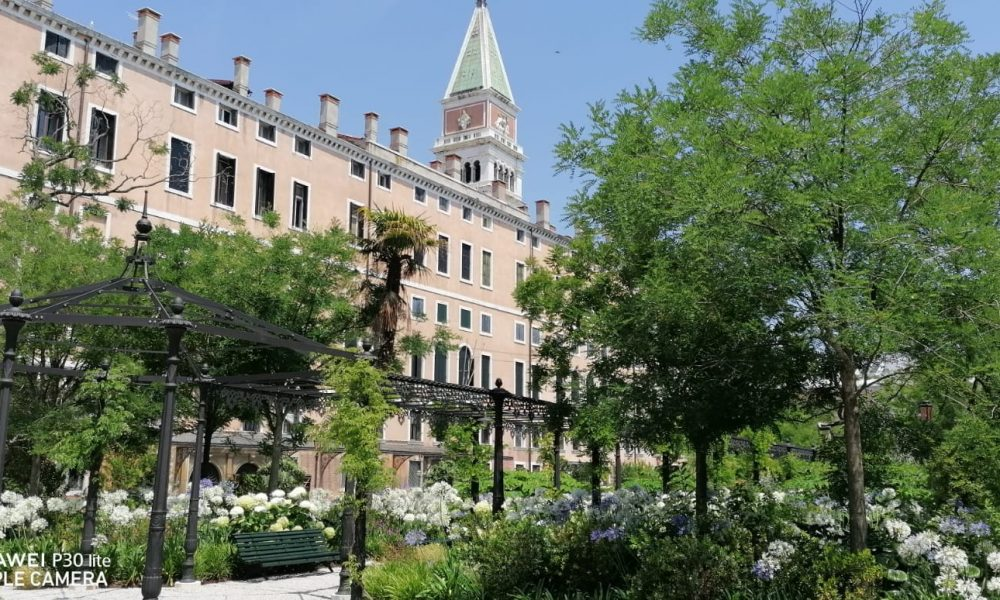 Area Monumetale Attorno Ai Giardini Reali