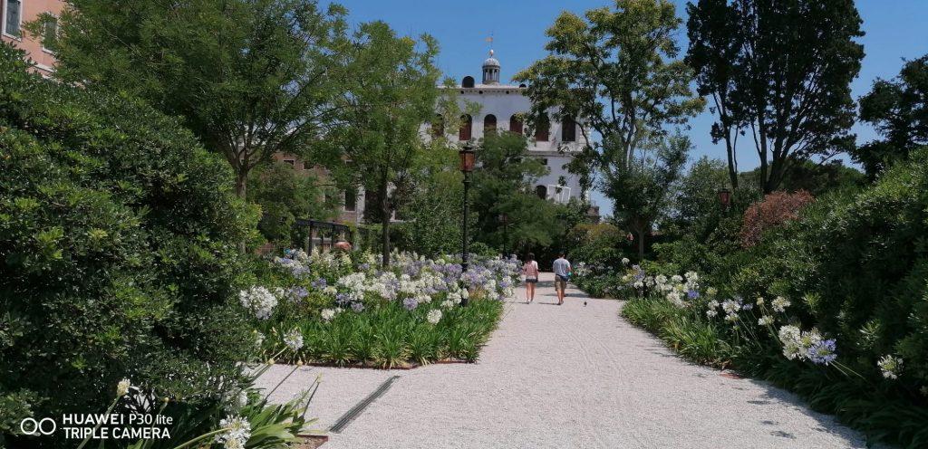 Viale Dei Giardini Reali