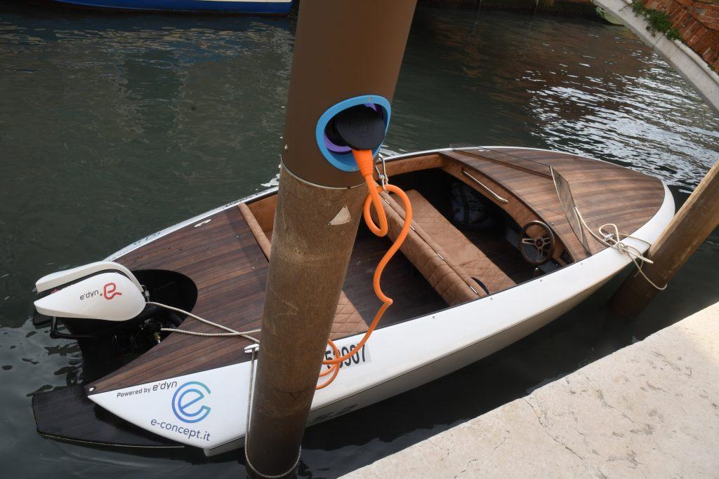 E-dock - barca in laguna