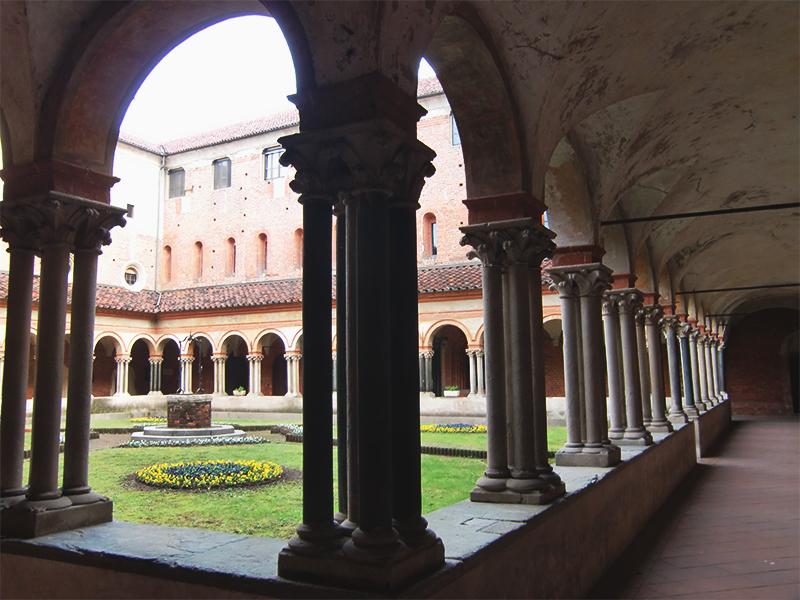 Veduta del chiostro della basilica di Sant'Andrea