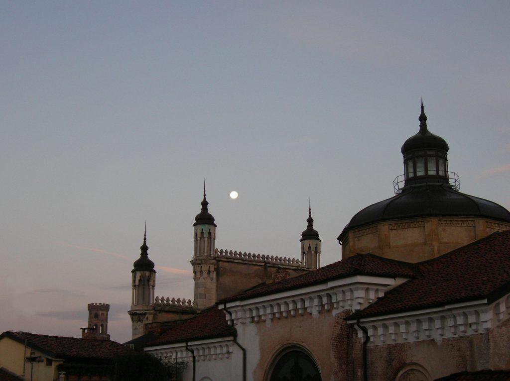 Sinagoga di Vercelli all'alba