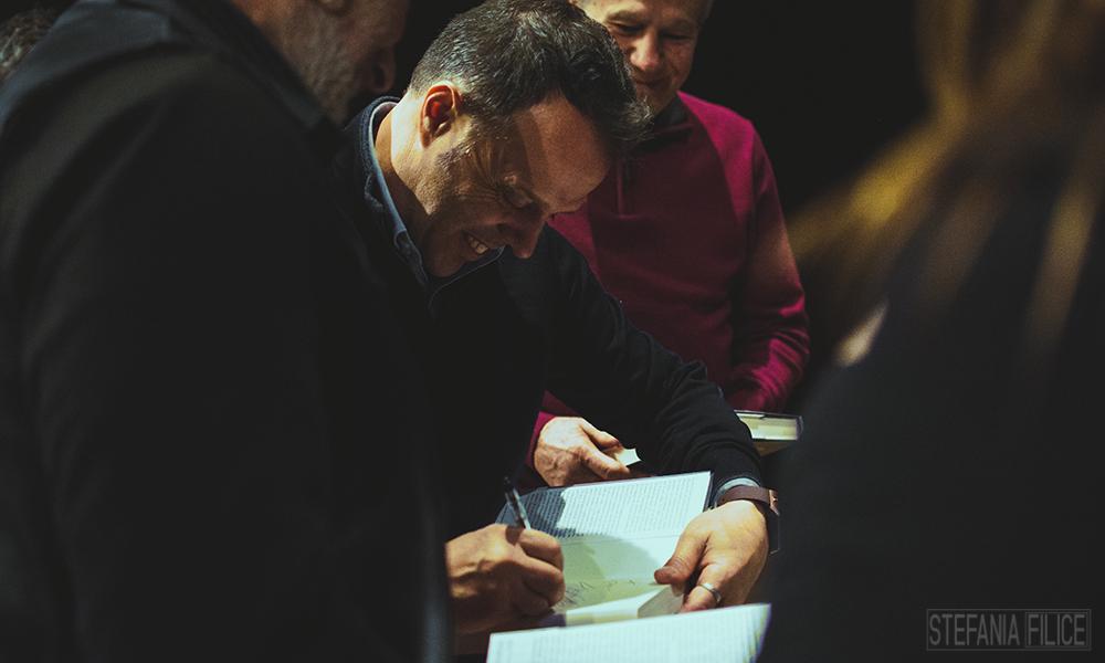 Loris Capirossi durante l'incontro con i fan (foto Stefania Filice)