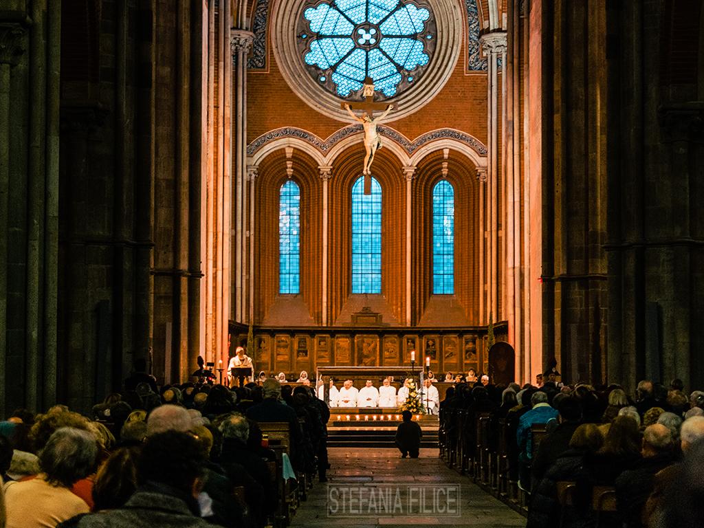 Un momento della messa nell'Abbazia di Sant'Andrea.