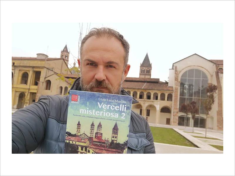Autoscatto (selfie) di Gian Luca Marino, uno degli scrittori vercellesi