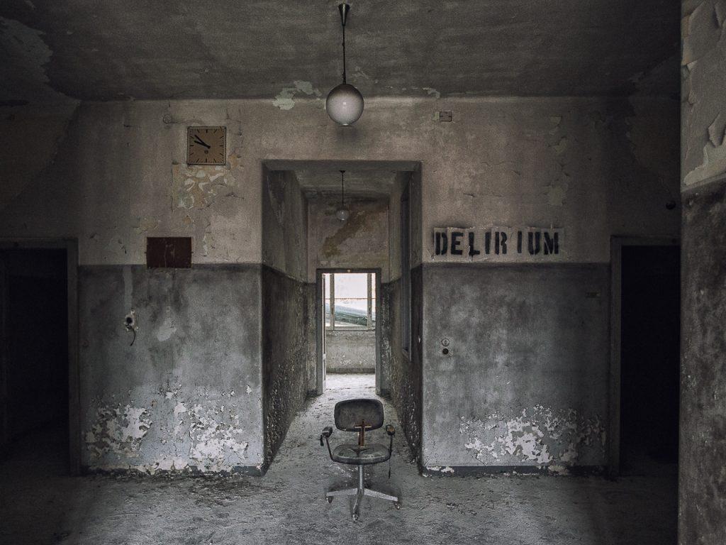 foto in bianco e nero dell'ex Ospedale Psichiatrico