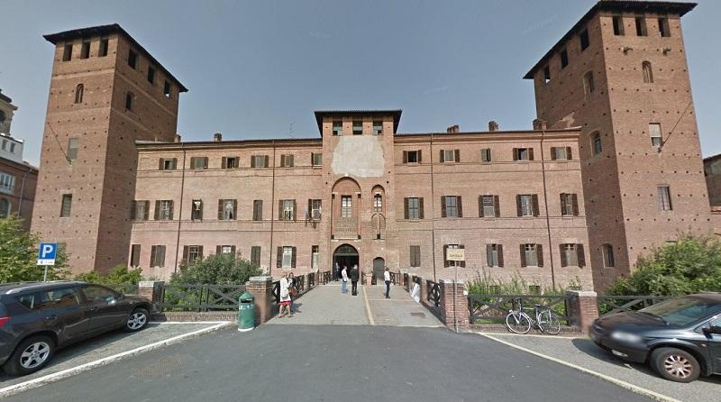 l'ingresso principale del tribunale ex castello visconteo