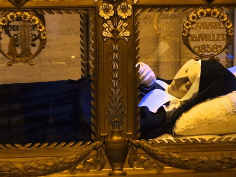 La salma di Bernadette di Lourdes
