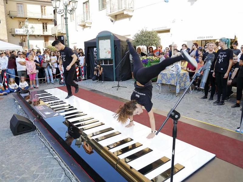Notte Bianca Pianoforte Gigante