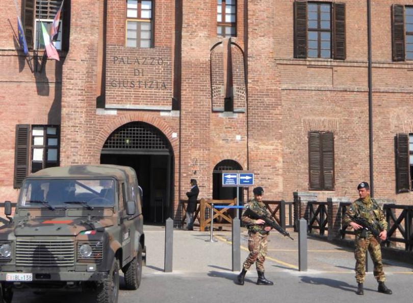Tribunale presidiato dai militari