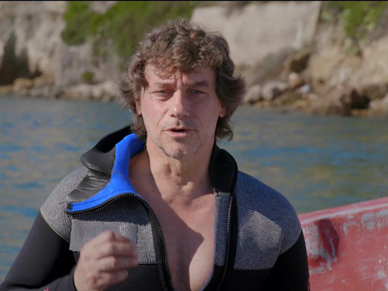Alberto Angela prima di immergersi