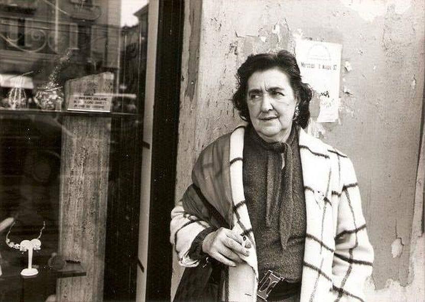 Alda Merini in una vecchia foto