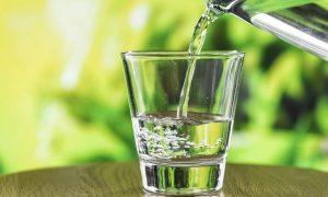 Acqua Equa in un bicchiere