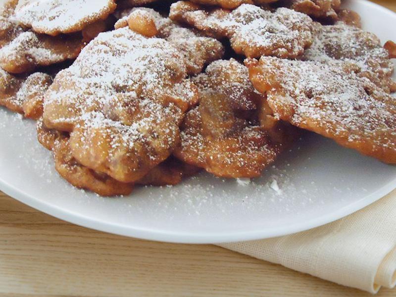 Frittelle di castagne ricoperte di zuccchero a velo