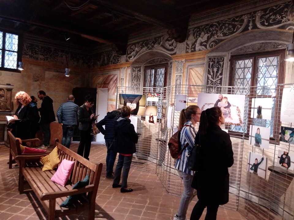 Oltretomba è il tema della mostra in corso al museo leone pieno di visitatori