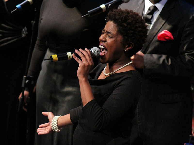 cantante di coro gospel americano