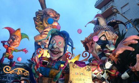 Carnevale in Piemonte, carro in sfilata