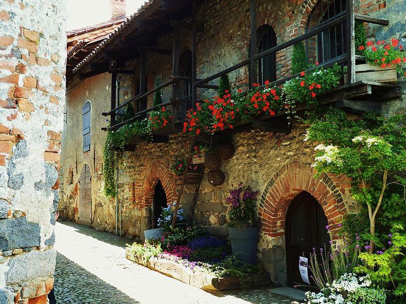Rue di Ricetto di Candelo