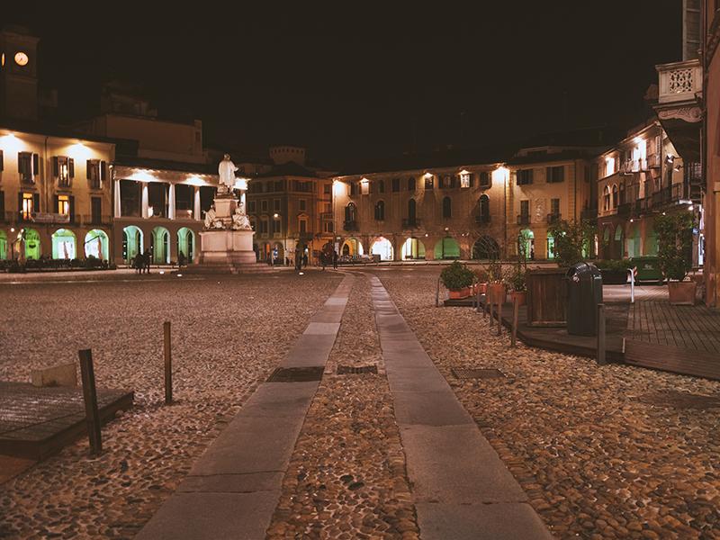 Tour di Vercelli in dialetto