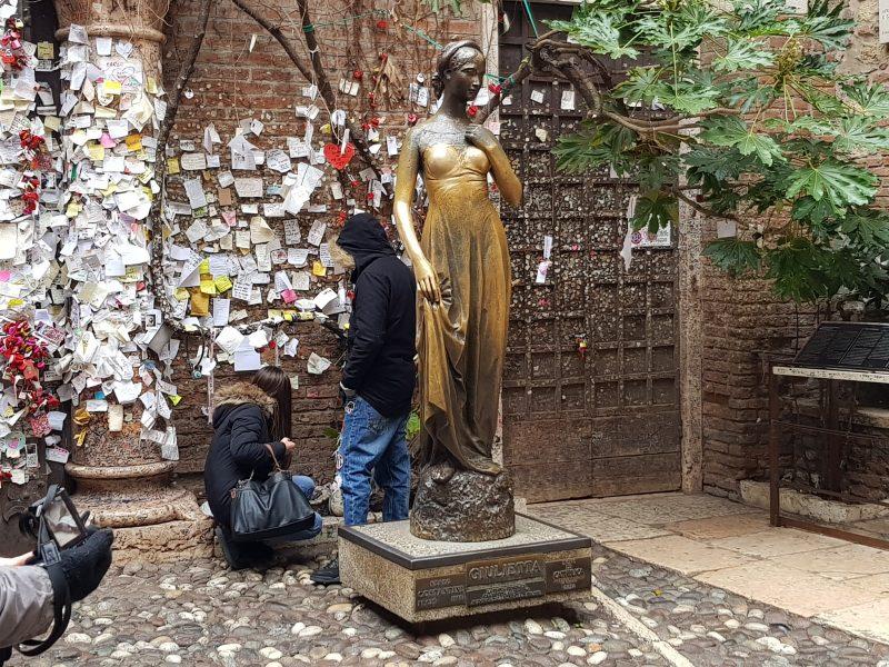 Verona - statua di Giulietta