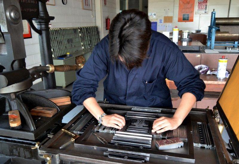 stampa - tipografo al lavoro