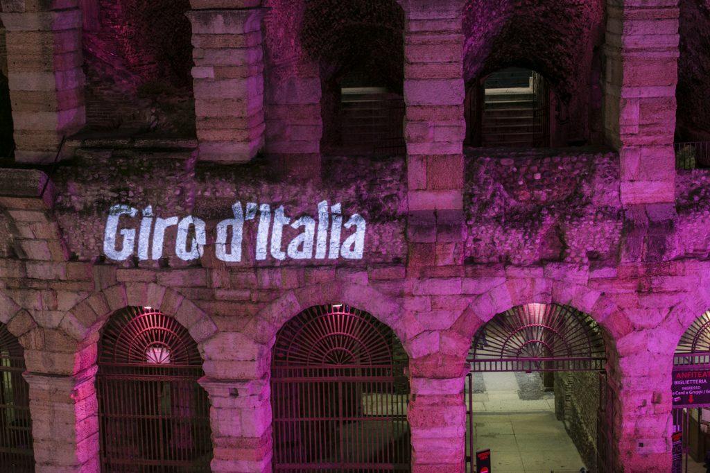 L'Arena di Verona illuminata in occasione della tappa finale del Giro