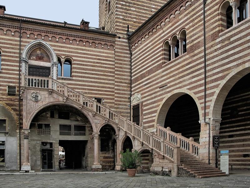 Palazzo della Ragione di Verona - Scala Della Ragione
